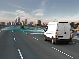 Der Mittelbereichsradarsensor Front von Bosch erlaubt Assistenzfunktionen wie ein Notbremssystem oder eine Adaptive Abstands- und Geschwindigkeitsregelung (ACC). Foto: Bosch