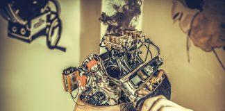 Neuralink will Elektroden direkt im Gehirn implantieren.