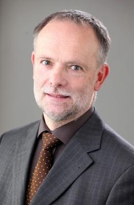 Franz Nees ist Autor des Artikels über private Blockchains.