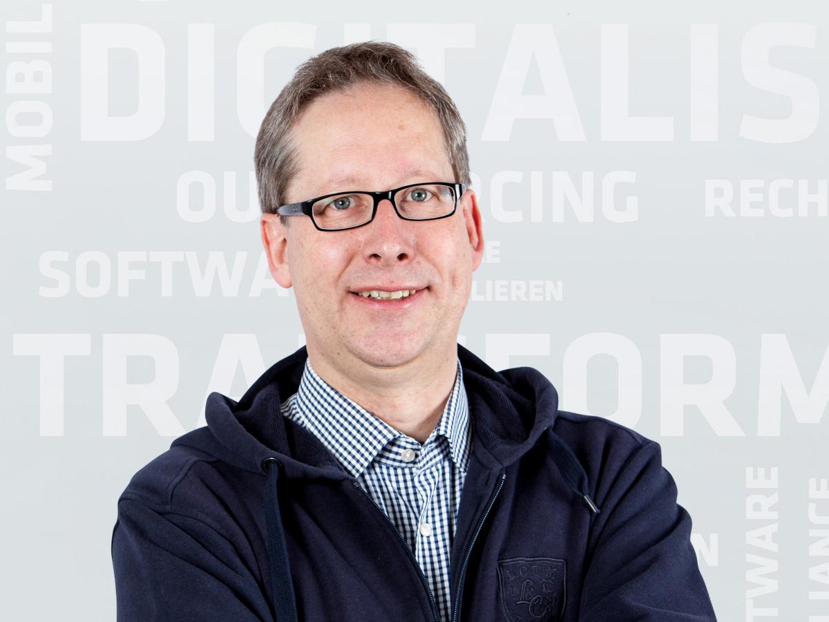 Stefan Fritz, Autor des Artikels über die Auswirkungen der Blockchain auf die Nachhaltigkeit.