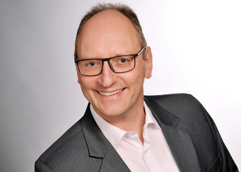 Manfred Opificius, der Autor des Artikels über den Shared Ledger Blockchain.